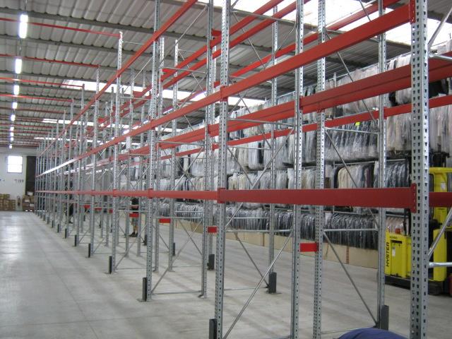 Scaffalature Metalliche Magazzino Vicenza.Scaffalature Metalliche Per Capi Appesi Soluzioni Di Stoccaggio